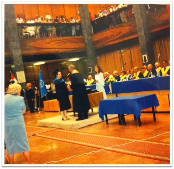 Diplomaatado unnepseg a Pecsi Tudomanyegyetemen, a diplomam atadasanak pillanata